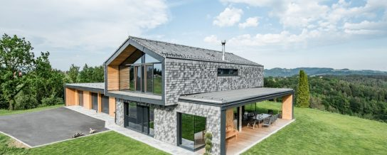 Designhouse in the south of Styria made with Tondach Tasche white-gray-antic, rooftiles, facade, Tasche eckig, single family house, Einfamilienhaus, Tasche weiß-grau-antik, Einfamilienhaus, Fassade
